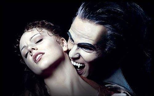 vampiro-mordendo-o-pescoco-de-uma-mulher